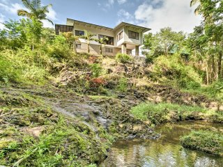 NEW! Updated 3BR Hilo House w/Deck - Mile To Shore