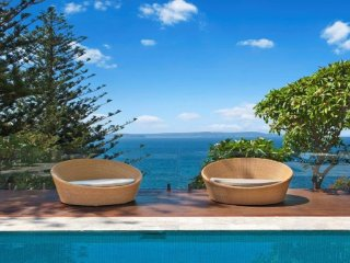 'Blue Baleine' ocean front at Whale Beach + stunning views and pool