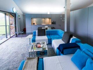 LOFT diseño Mínimal con Terraza. Minimal designer LOFT with Terrace.