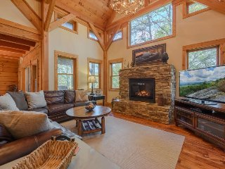 4BR/4.5BA Mountain Elegant Cabin in Valle Crucis with Hot Tub, King Master