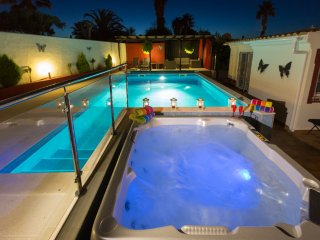 SPECIAL LAST MINUTE OFFERS Luxury Villa Águas heated pool and hot tub