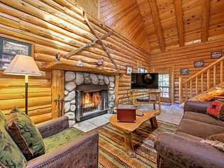 Big Bear Cabin w/Fireplace-Walk to Golf & Resort!