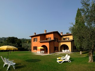 Three-roomed apart. with lake view in Garda