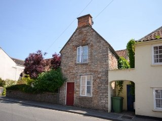 Fabulous 2 bed character cottage, central Wells