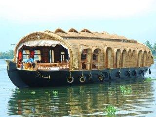 Elegant 2 Bedroom Houseboat in Alappuzha