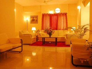 Rejuvenating 3 BHK for six. close to Lal Bagh