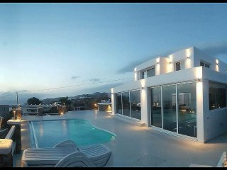 Villa Blue Horizon, Mykonos -Luxury Rental villa above Mykonos town with jacuzzi