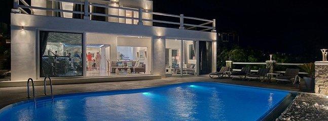 Villa Blue Horizon, Mykonos -Luxury Rental villa above Mykonos town with jacuzzi