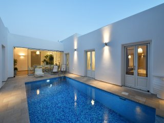 Villa Prelude in Naousa with 4 bedrooms and a swiming pool!