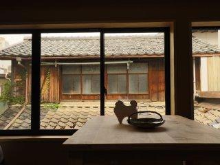 Sakara Miyazu Dragon Suite: stylish modern/traditional apartment, historic town