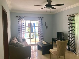 Palm Suites A4, Beautiful second floor condo close to the beach.