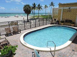 OCEANFRONT GETAWAY 1/1 FOR 4+ GUESTS, POOL,PARKING INCLUDED