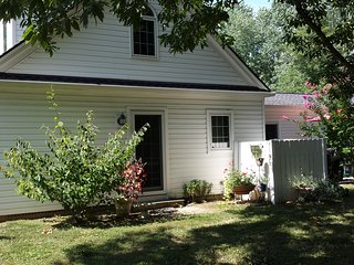 Phenomenal Vacation Rental by Water in St Michaels - Walk to Town! 4 ADULTS MAX