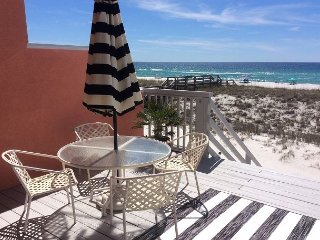 'Beauty and The Beach'  Upscale Beautiful Gulf Front 3 Bedroom
