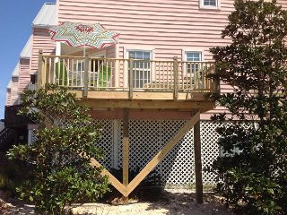 Relax On The Sun Deck ' At Pelican's Roost'.  Discount End of Summer Rates