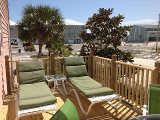 """Pelicans Roost"" Relax On The Sun Deck   2- free Adult bikes"