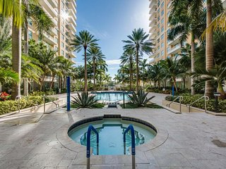 Stunning Water View/Pool/Beach Apartment / 2 Bdrm, 2 Bath, Sleep 6