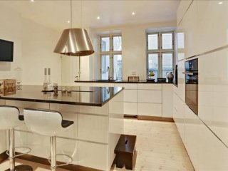 162m2 Family Friendly in Attractive Neighbourhood - 5988