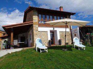 Maximo relax en equipada casa con zona ajardinada vallada  espectaculares vistas