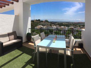 Newly decorated 2 bed penthouse with roof terrace, BBQ and WIFI