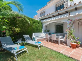 Beachside townhouse with private garden walking to beach and amenities