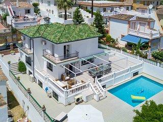 Modern Scandinavian style. Villa w heated pool walking distance to Puerto Banus
