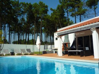Villa, near Aroeira Golf, 5 min beaches and 20 min Lisbon