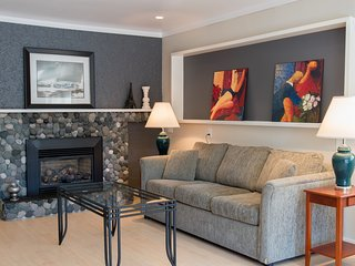 Warmth on Walter Avenue - 2 Bedroom Garden Suite Near the Gorge Waterway