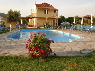 Studio in Corfu, with pool access, enclosed garden and WiFi