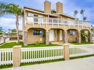 OB Loungin 1 - Dog-friendly duplex, steps from the beach and bike path!