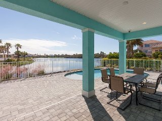 Coastal Breeze Waterfront Home! Private Pool, 5 Bedroom Suites!