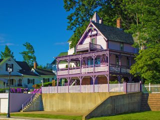 Castle Rest - Victorian home in Weirs Beach, NH