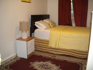 Blissfully Quiet Affordable ROOM