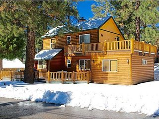 Big Bear Lake-Ski Slope Views 'Angel Bear' 4Bed 2Bath Log Style Cabin Sleeps 11