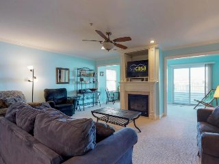 Adorable, dog-friendly condo w/ shared pools, tennis, & playground
