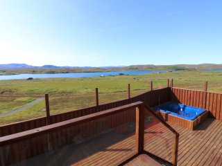 Luxury cottage by the Lake in the Golden Circle, Amazing Lake and Mountain Views