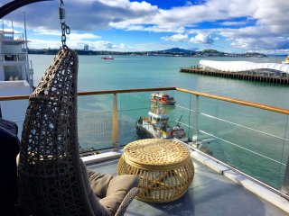 1BR Sub-Penthouse with Panoramic Ocean and City Views