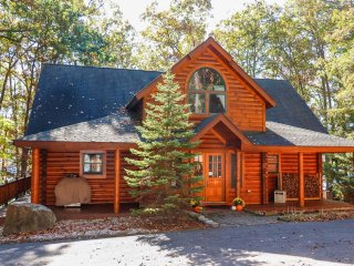 Well-lit, well-loved, and decked out in rustic style, Lake Escape is an