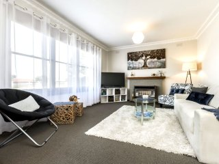 'Hillmot House' Quiet Comforts Free B'Fast & WiFi
