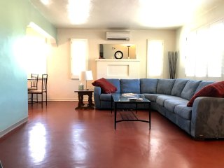 Warm & Welcoming Southwest Midtown Tucson Charmer - Close to Everything