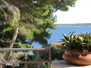 Lovely seaview holiday villa near pebble beach, Hvar