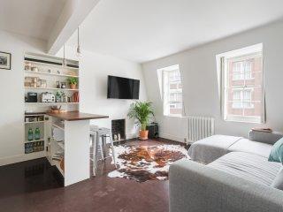 Modern top-floor apartment overlooking Marylebone