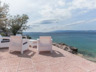 Seafront villa with swimming pool,island of Hvar