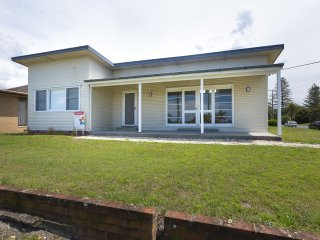 Wallis Cottage - Tuncurry, NSW