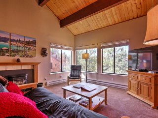 Cozy 1BR Truckee Condo - Steps to Donner Ski Area!