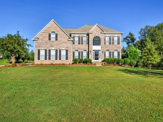 Stately Matthews House w/ Yard - Near Charlotte!
