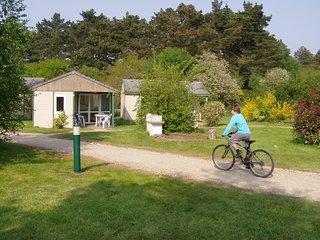 Chalet / 2 à 5 pers. dans un beau Village de Gîtes, sur la Côte de Granit Rose