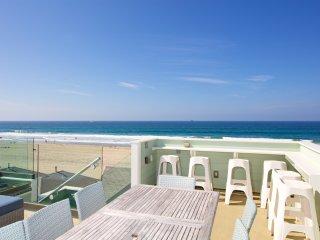 Breathtaking views - almost feels like beachfront