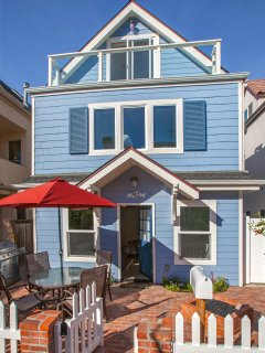 Standalone Cape Cod Style house on one of Mission Beach's prettiest courtyards