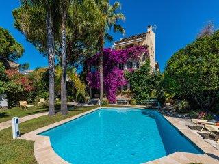 Villa La Provence, 8 chambres, piscine et parkings a Antibes